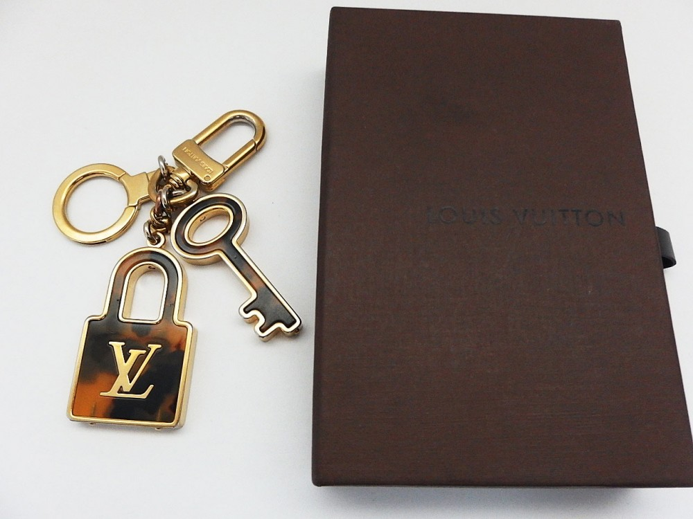 authentic louis vuitton key chains ring porte cle charm. Black Bedroom Furniture Sets. Home Design Ideas