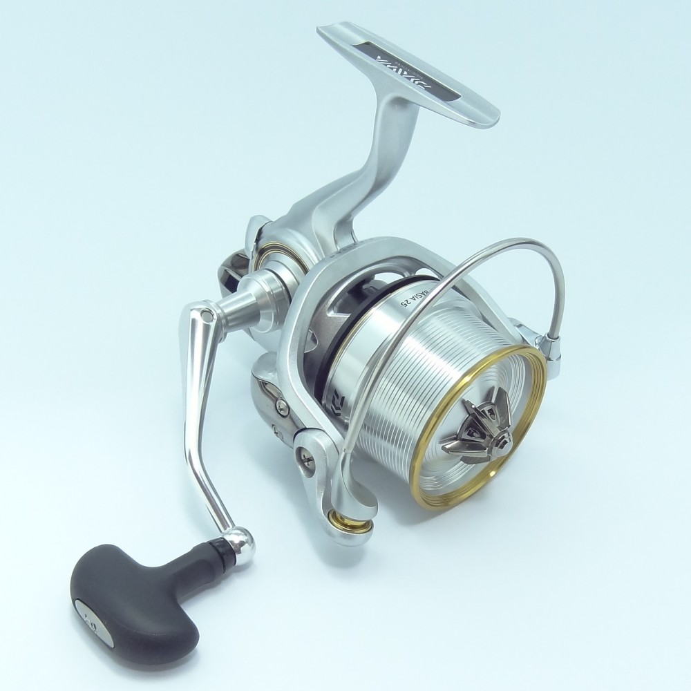 Daiwa 2014 surf basia 25 spinning reel from japan new surf for Surf fishing reels